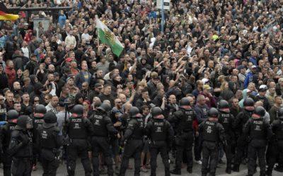 Les patriotes allemands descendent dans la rue à Chemnitz après le meurtre sauvage d'un Allemand par des migrants