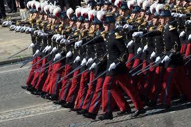 Traditions militaires : une offensive généralisée.