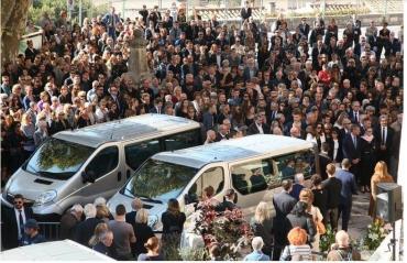 Ni Macron, ni aucun ministre, n'a assisté aux obsèques de Laura et Mauranne